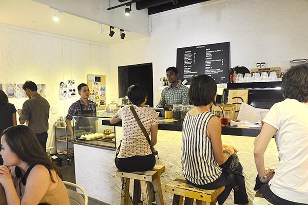 Cafe crowd